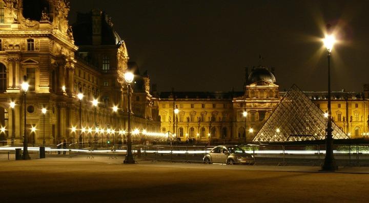 paris-442975_1920