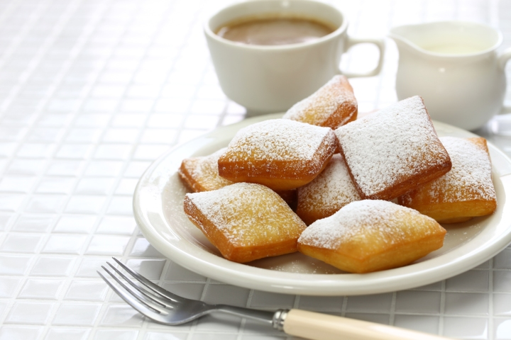 homemade-new-orleans-beignet-and-a-cup-of-coffee-PEE7NDB